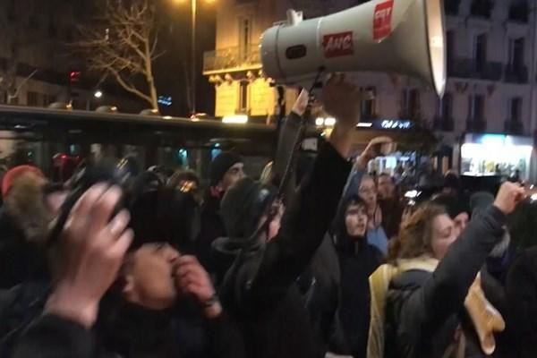 معترضان فرانسوی ماکرون را هو کردند