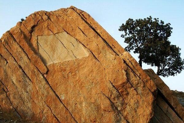 آشنایی با سنگ نوشته تخت خاتون (تخت خان) - ایلام