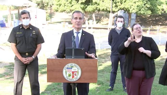 شهردار لُس آنجلس: آب و برق خانه هایی را که مهمانی بگیرند، قطع می کنیم