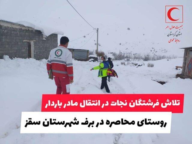 انتقال مادر باردار از روستای محاصره در برف سقز