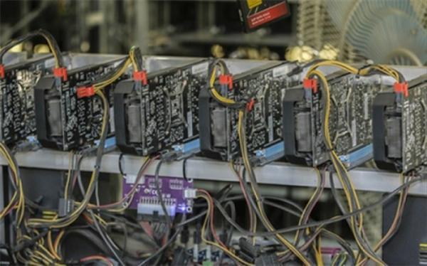 کشف 30 دستگاه استخراج ارز دیجیتال در مرکز تهران