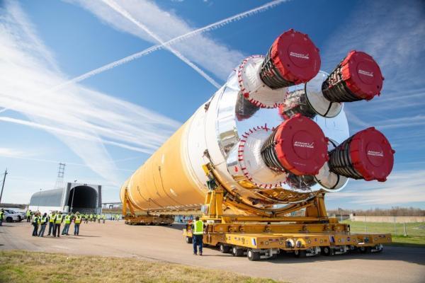 بزرگترین راکت از زمان ماموریت آپولو ، اجزای سیستم پرتاب فضایی ناسا را از نزدیک ببینید