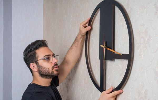 [گالری عکس] ساعت دیواری مینیمال؛ طرحی ساده برای دکوراسیون مدرن