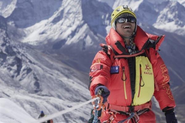 (ویدئو) صعود مرد نابینا به قله اورست