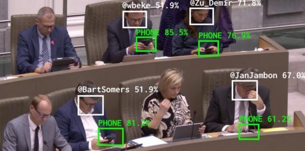 این اپلیکیشن هوش مصنوعی، وزیران بلژیکی را که در جلسه هیئت دولت، خیلی سرشان با گوشی هایشان گرم است، شناسایی می کند و در توییتر و اینستاگرام آبرویشان را می برد!